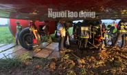 Giải cứu máy bay trượt khỏi đường băng ở Tân Sơn Nhất