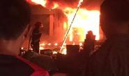 Hỏa hoạn thiêu rụi 2 cửa hàng gần chợ lúc nửa đêm