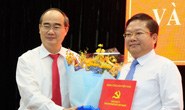 Bí thư Thành ủy TP HCM trao quyết định cho ông Lê Văn Thinh