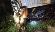 Tai nạn kinh hoàng xe container đè bẹp xe khách Limousine, 3 người tử vong