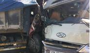 Xe khách phóng nhanh lấn làn gây tai nạn liên hoàn, nhiều người bị thương