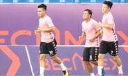 Cầu thủ Hà Nội vây quanh Quang Hải, HLV Chu Đình Nghiêm bảo vệ học trò tới cùng