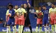 Thảm bại trước Chelsea, Man City dâng ngôi vô địch cho Liverpool
