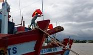 Cờ Tổ quốc đến với ngư dân Tiền Giang