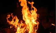 Vụ con tưới xăng đốt cha: Một người chết, 3 bỏng nặng