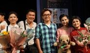 Nhiều nghệ sĩ xúc động khi xem vở Duyên kiếp của kịch Hồng Vân