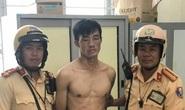 Hai CSGT đội Bình Triệu cùng cảnh sát khu vực quật ngã kẻ trộm cầm dao