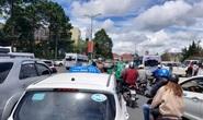Nhiều tuyến đường ở Đà Lạt bị tê liệt... vì ùn ùn du khách