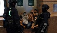 Cảnh sát Hồng Kông bắt nghi phạm biểu tình ngay trên máy bay