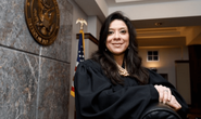 Xông vào nhà thẩm phán bắn con chết, chồng trọng thương
