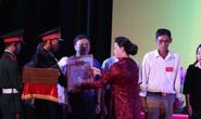 Chủ tịch Quốc hội trao bằng Tổ quốc ghi công cho thân nhân liệt sĩ