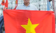 Ngư dân Thanh Hóa xúc động nhận cờ Tổ quốc