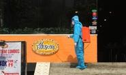 CLIP: Hà Nội phong toả cửa hàng pizza có nhân viên nghi mắc Covid-19 từ Đà Nẵng về