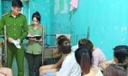 Đấu thầu xong, nhóm thanh niên xăm trổ đi bay lắc cùng 12 nữ nhân viên quán karaoke