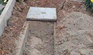 Truy bắt kẻ đào mộ người nhà con nợ vì … không trả tiền vay