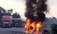 Quảng Bình: Xe ô tô bị cháy rụi, 2 người trên xe rời khỏi hiện trường đầy nghi vấn