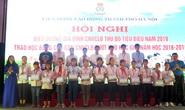 Hà Nội: Tặng 102 suất học bổng cho con đoàn viên