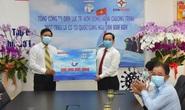 Tổng Công ty Điện lực TP HCM ủng hộ Chương trình Một triệu lá cờ Tổ quốc cùng ngư dân bám biển 300 triệu đồng