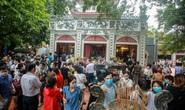 Hà Nội: Người dân đổ xô tới phủ Tây Hồ bất chấp lệnh cấm tụ tập đông người