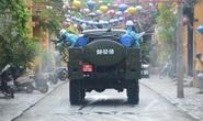 Quân đội phun hóa chất khử khuẩn Hội An và 4 huyện thị ở Quảng Nam
