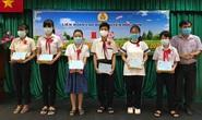Động viên con CNVC-LĐ khó khăn đến trường