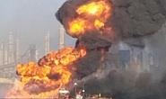 Mỹ: Tai nạn kép trên cháy, dưới nổ nhấn chìm tàu nạo vét