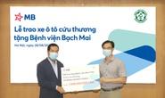 Trao tặng 2 xe cứu thương do MB tài trợ cho Bệnh viện Bạch Mai