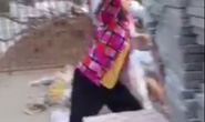 Xây nhà trái phép trong mùa dịch, một gia đình dùng gạch tấn công Công an phường