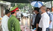 Bí thư Tỉnh ủy Đắk Lắk vào khu cách ly Covid-19 thăm hỏi, tặng quà
