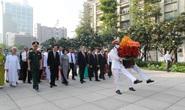 Lãnh đạo TP HCM dâng hoa, dâng hương Chủ tịch Hồ Chí Minh