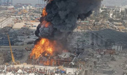 Vụ nổ hóa chất chưa lắng xuống, cảng Beirut lại ngùn ngụt khói lửa
