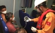 Tàu câu mực ở Quảng Ngãi bị đâm chìm khiến 1 người chết, 1 người mất tích