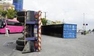 CLIP: Thùng container văng xuống đường, ôtô 5 chỗ biến dạng trên Quốc lộ 51