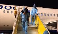 Hơn 240 người Việt từ Malaysia về nước tại sân bay Cam Ranh