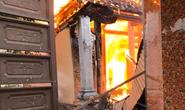 Nhà thờ họ bất ngờ bốc cháy vào ngày rằm tháng Bảy