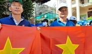 Tặng cờ Tổ quốc cho ngư dân Vũng Tàu