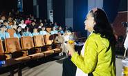 Xem lại Lôi vũ, kỳ nữ Kim Cương ngẫu hứng với vai Thị Bình cùng diễn viên trẻ