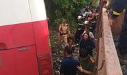 Tàu hỏa tông xe đưa đón học sinh, ít nhất 2 cháu bị thương
