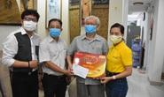 Mai Vàng nhân ái thăm NSND Thái Mạnh Hiển và GS-NGƯT Nguyễn Văn Đời