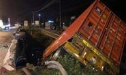 Xe container lao xuống cầu ở  Long Thành, tài xế thoát chết