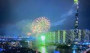 Người dân TP HCM đổ về phố đi bộ Nguyễn Huệ chào đón năm mới 2021