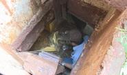 Khui 2 hầm trú ẩn của đối tượng buôn bán ma túy có 4 khẩu súng