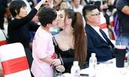 Gia đình diễn viên nhí 8 tuổi bị Ngọc Trinh chạm môi lên tiếng