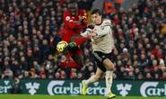 Bốc thăm đại chiến Man United - Liverpool, Peter Crouch bị dọa đoạt mạng!