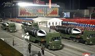 Triều Tiên khoe vũ khí mạnh nhất thế giới trong lễ duyệt binh kín tiếng