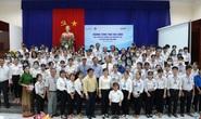 Trao 100 suất học bổng cho sinh viên tỉnh Bến Tre