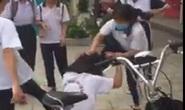 Bị bạo lực học đường và ghép đôi với bạn học, nữ sinh 13 tuổi uống thuốc trừ sâu tự tử