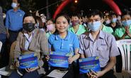 Ấm áp chương trình Tấm vé nghĩa tình hỗ trợ công nhân về quê đón Tết