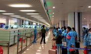 Nam hành khách bay cùng ngày nữ công nhân Hải Dương dương tính với SARS-CoV-2