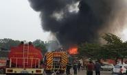 Cháy lớn gần chợ, nhiều tiểu thương tháo chạy